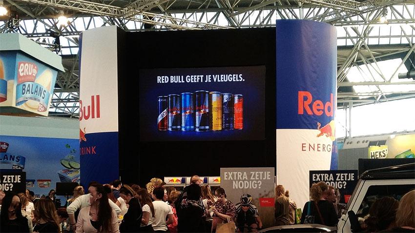 led scherm in beursstand red bull tijdens huishoudbeurs 2018 in de rai amsterdam