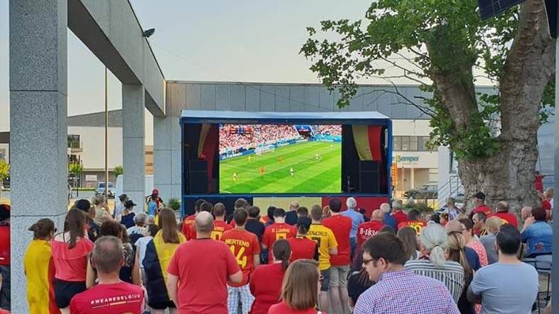 led scherm tijdens wk voetbal in tongeren