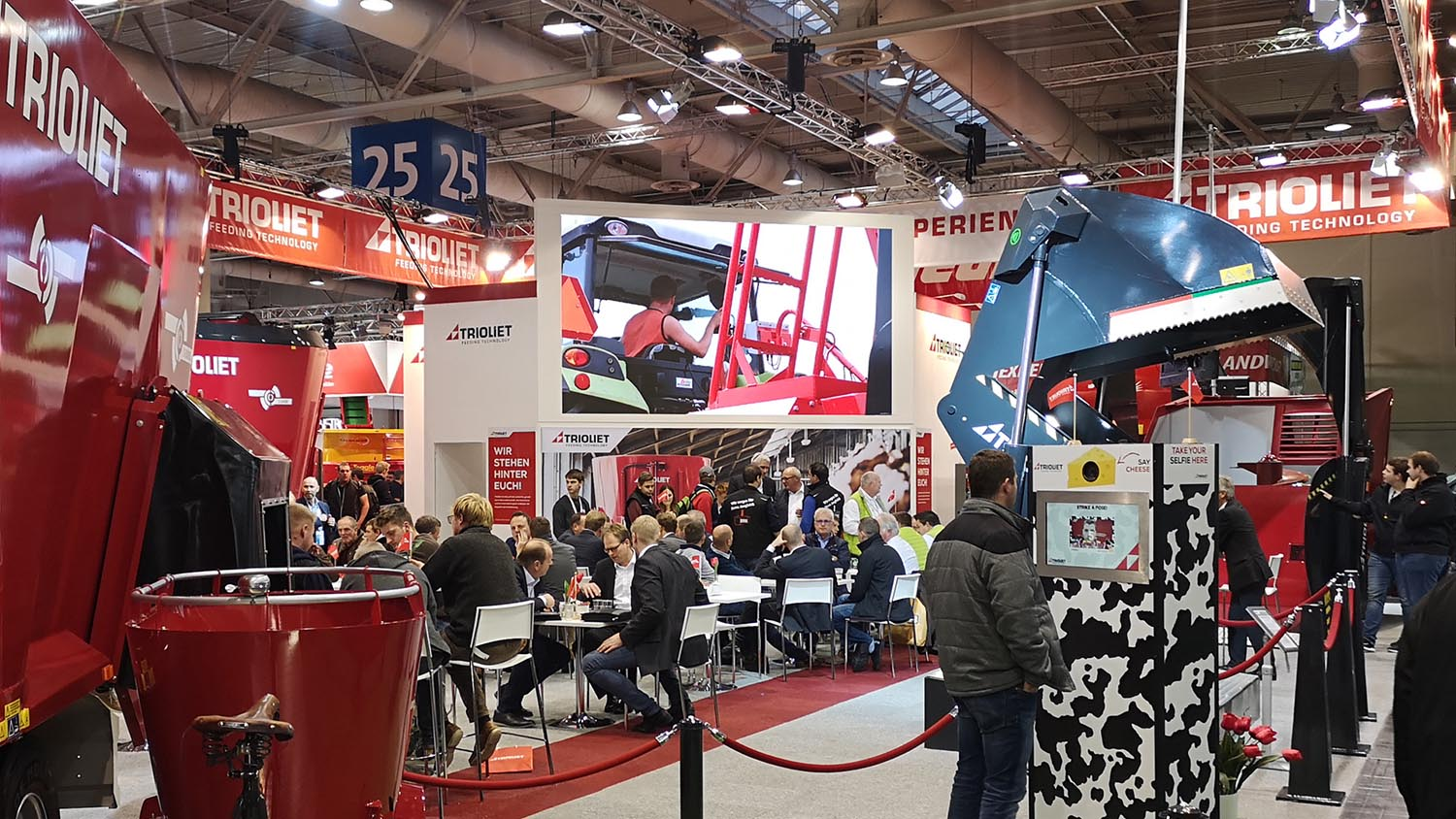 led scherm in stand eurotier hannover messe - agritechnica