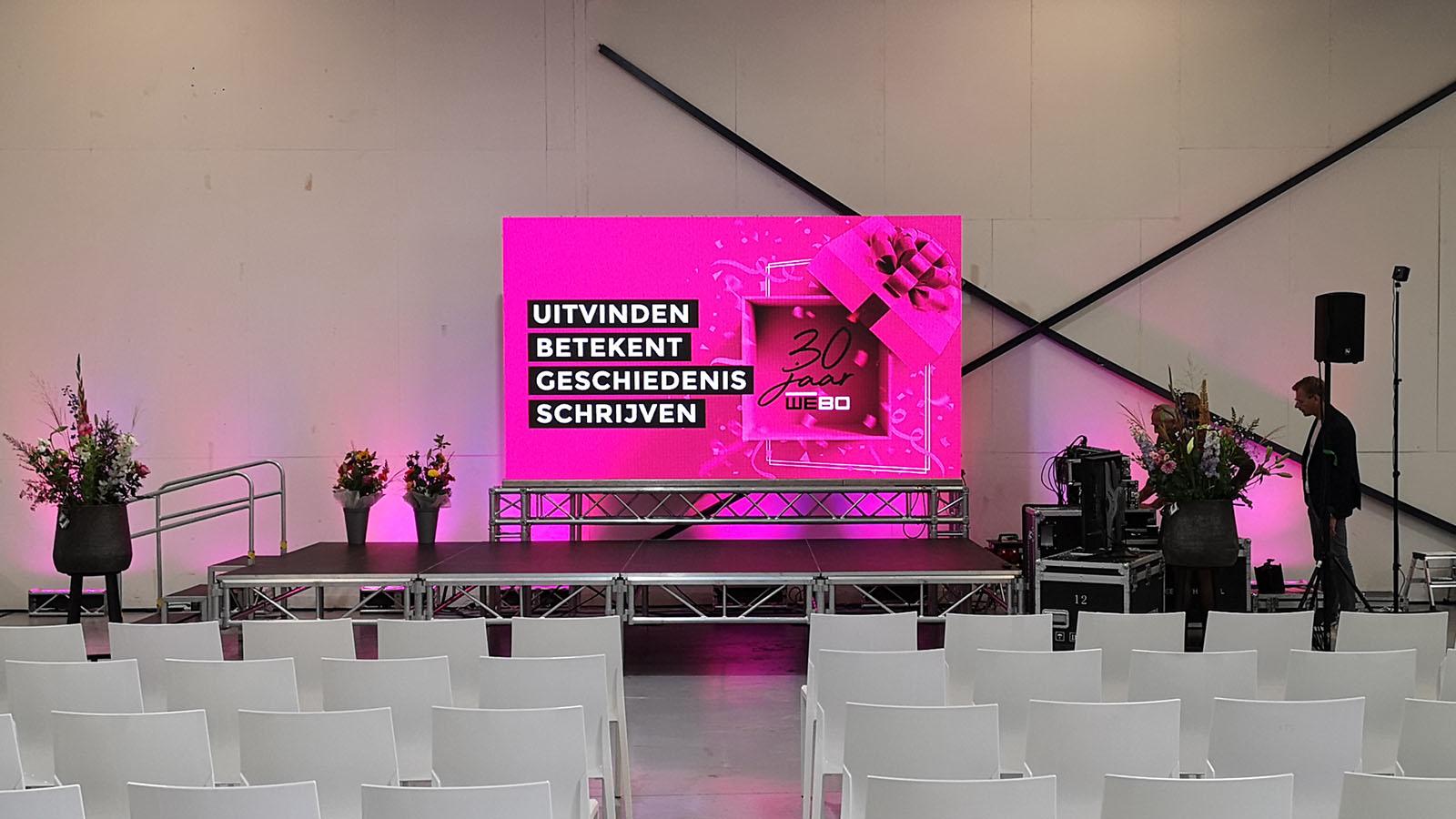 led scherm geluid verlichting en podium bij presentatie in rijssen