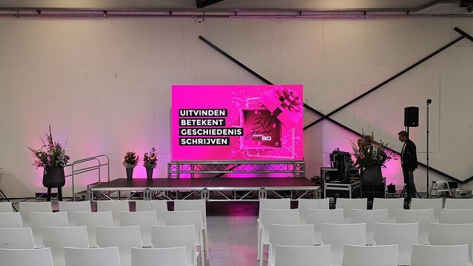 LED Wall, podium, licht en geluid huren voor presentaties in Overijssel