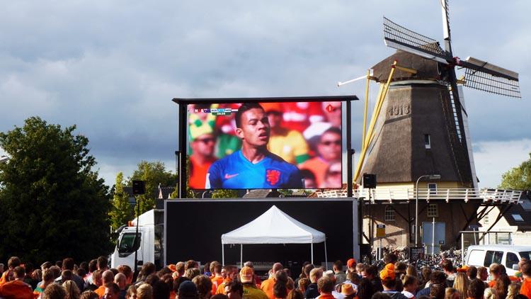 led scherm tijdens sport evenement