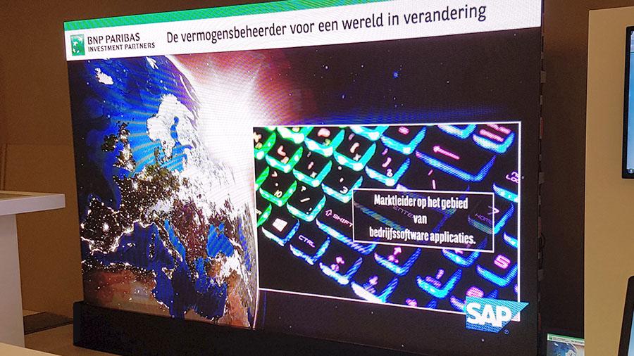led scherm tijdens congres grip op je vermogen in world forum den haag