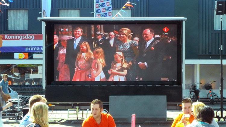 mobiel led scherm tijdens koningsdag in gelderland
