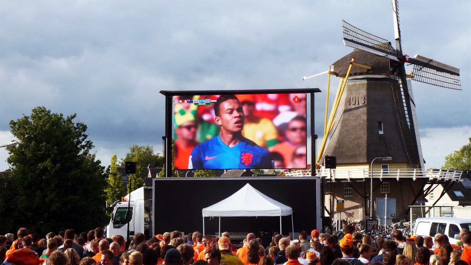 mobiel led scherm in dalfsen tijdens wk voetbal